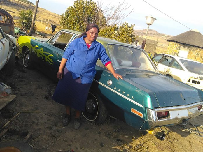 Nosipho-Kholutsoane,-Lereku-Trading-Classic-Cars,-with-1970-Valiant-Regal